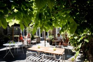 A restaurant or other place to eat at Fitz Roy Urban Hotel, Bar and Garden