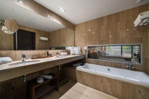 Un baño de Andorra Park Hotel