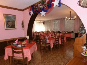 A restaurant or other place to eat at Hotel Ideal