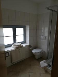 A bathroom at Pension am Pferdemarkt