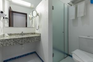 A bathroom at Aguas do Iguaçu Hotel Centro