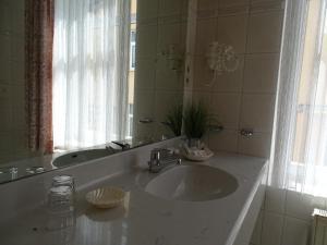 Ein Badezimmer in der Unterkunft AKZENT Waldhotel Spa Rügen