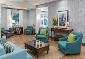 A seating area at Hampton Inn New Smyrna Beach
