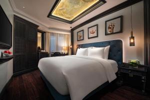 A bed or beds in a room at La Sinfonía del Rey Hotel & Spa
