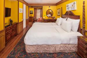 A bed or beds in a room at Mayfair Darjeeling