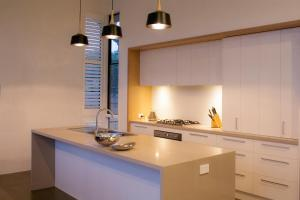 A kitchen or kitchenette at Bonnie's at Barwon