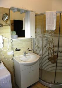 A bathroom at Modern Central-Near Unirii Square