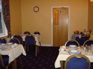 A restaurant or other place to eat at Highgrove Guest House