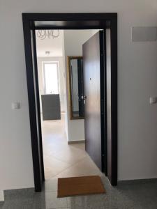 Televízia a/alebo spoločenská miestnosť v ubytovaní Apartment Zeljkica - Villa Sunce