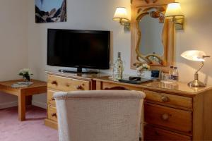 A television and/or entertainment center at Best Western Plus Bentley Hotel, Leisure Club & Spa