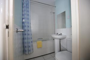 A bathroom at Laguna Hotel