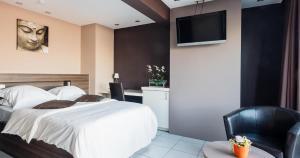 Een bed of bedden in een kamer bij Hotel De Zeebries