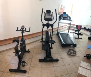 The fitness center and/or fitness facilities at Hotel Galli - Wellness & Spa