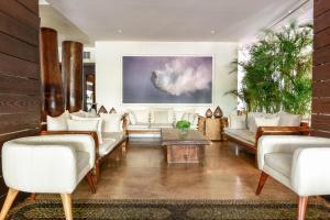 A seating area at Bahia Hotel & Beach House