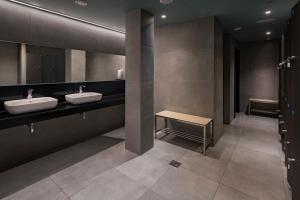 A bathroom at Caprici Beach Hotel & Spa