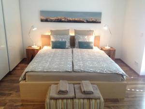 Ein Bett oder Betten in einem Zimmer der Unterkunft Sunny Apartment