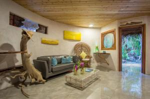 Uma área de estar em Ninamu Resort