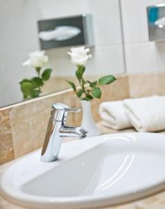 Ein Badezimmer in der Unterkunft Hotel König