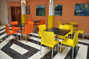 A restaurant or other place to eat at City Central De Luxe
