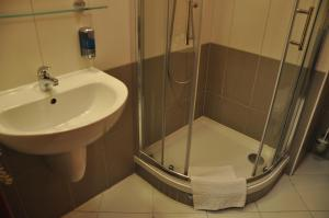 A bathroom at City Central De Luxe