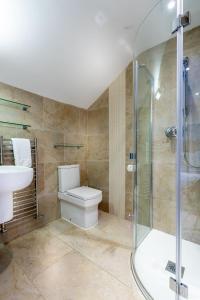 A bathroom at Marazion Hotel