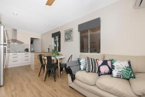 A seating area at Cosy 2 bedroom home