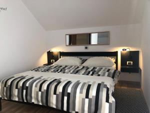 A bed or beds in a room at D.I.M. Holiday House