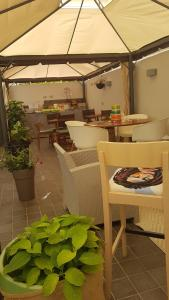 A restaurant or other place to eat at Musica Guest House