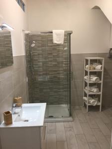 A bathroom at B&B Le Meduse