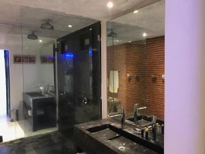 A kitchen or kitchenette at Apartamento Con Vista Al Caribe