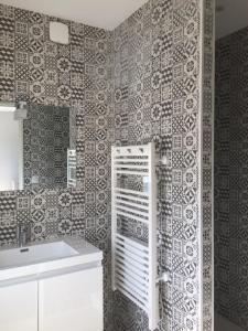 A bathroom at Maison avec 2 appartements proche plage