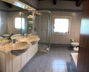 A bathroom at Residence Cà Beregana