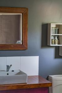 Salle de bains dans l'établissement Gondwana Damara Mopane Lodge