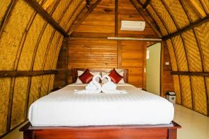 A bed or beds in a room at The Catar Cottages