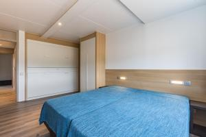 A bed or beds in a room at Vakantie Domein Ter Helme
