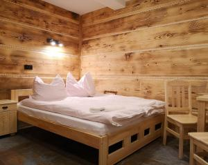 A bed or beds in a room at Willa Turnia