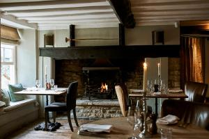 A restaurant or other place to eat at New Inn at Coln