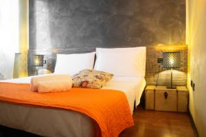 A bed or beds in a room at Marconi Rooms and Apartments