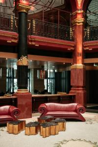 The lounge or bar area at Hotel Banke Opera, Autograph Collection