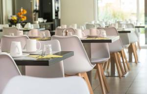 A restaurant or other place to eat at Odalys City Colmar La Rose d'Argent