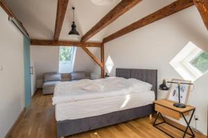 Łóżko lub łóżka w pokoju w obiekcie Oficyna Krobielowice