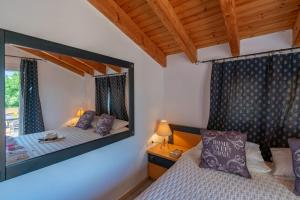 A bed or beds in a room at Villa Litsa