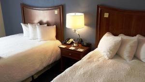 Кровать или кровати в номере Hampton Inn Melbourne-Viera