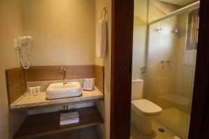 Um banheiro em Beach Hotel Juréia Amarras