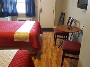 Cama o camas de una habitación en Niagara Inn & Suites