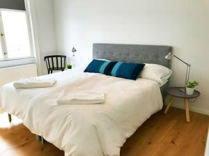A bed or beds in a room at Luxury in the Heart of Copenhagen Near Harbour Baths