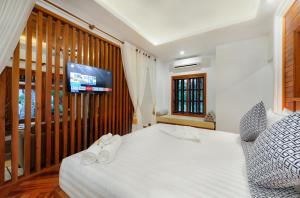 A bed or beds in a room at Angkor Privilege Resort & Spa