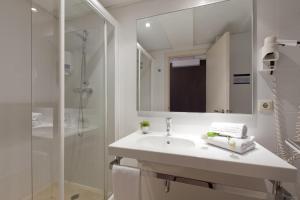 A bathroom at Hotel Sagrada Familia