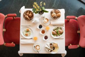 Breakfast options available to guests at Hotel Therme Meran - Terme Merano