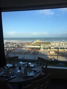 A restaurant or other place to eat at Mercure Dieppe La Présidence